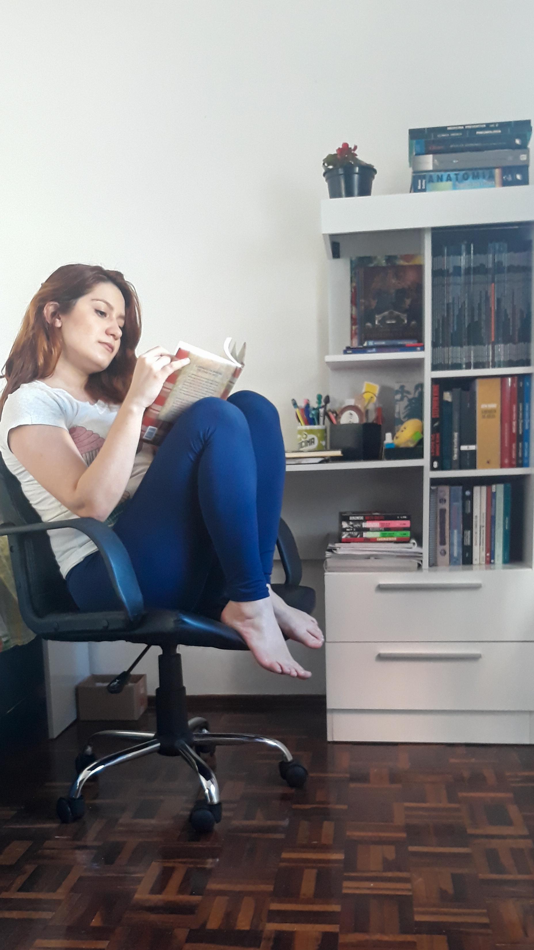 Entre os sintomas de ansiedade sentidos por Karla Pinheiro, 24, estavam a irritabilidade, taquicardia e formigamento nas mãos