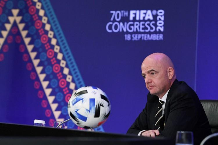 Presidente da Fifa, Gianni Infantino, anunciou que mudança no formato do torneio foi adiada (Foto: Kurt SCHORRER / FIFA / AFP)
