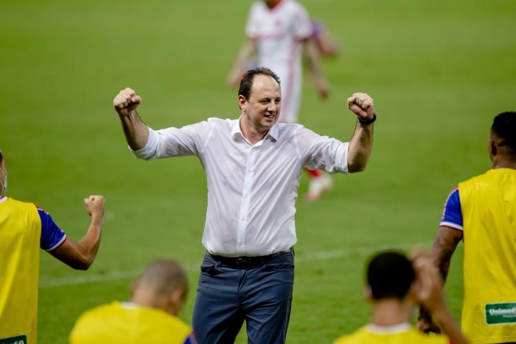 Rogério Ceni comemora mais uma vitória no comando do Fortaleza (Foto: Aurelio Alves/ O POVOS)
