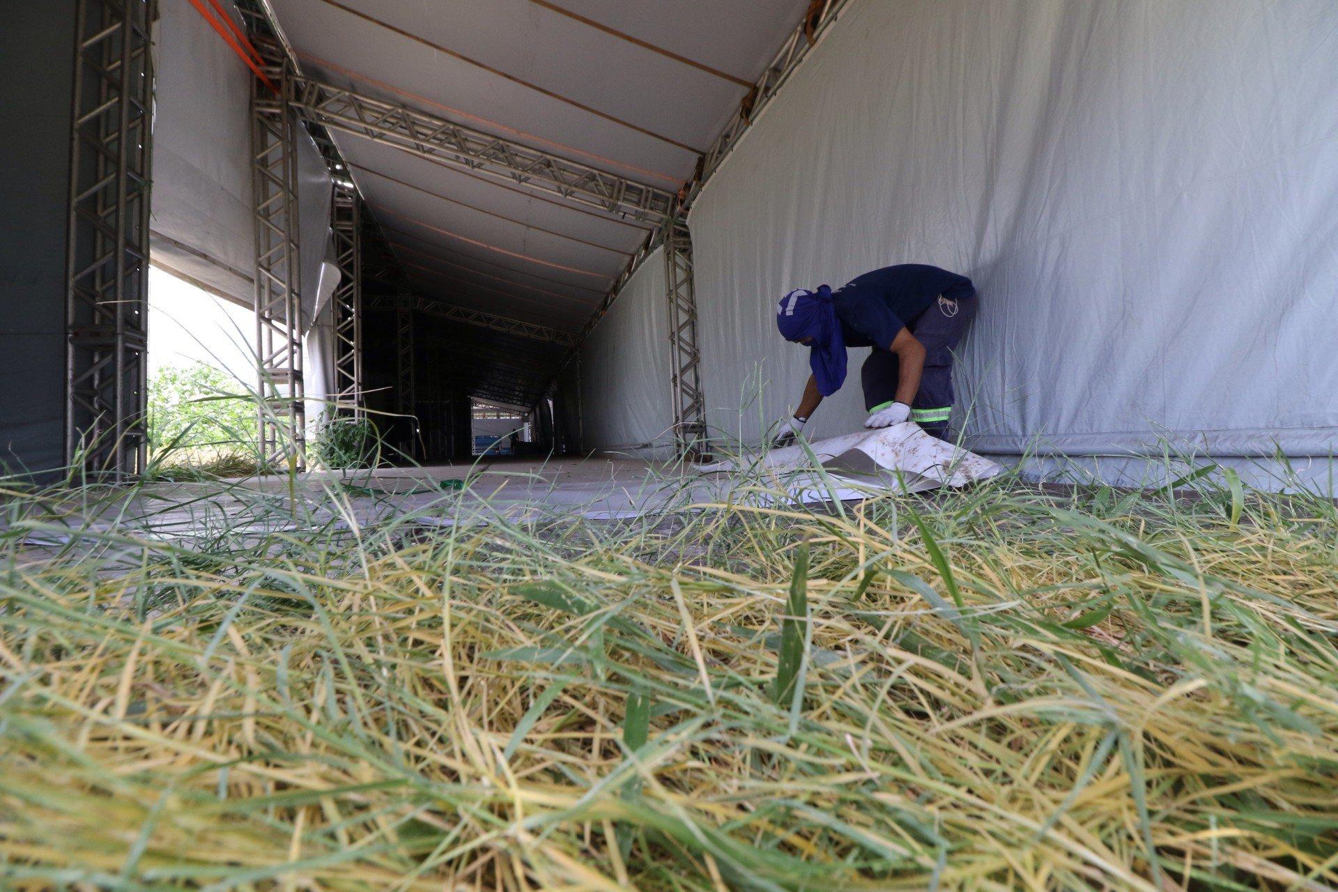 A obra já era prevista pela Prefeitura de Fortaleza, sendo adiada porque o equipamento foi transformado em hospital de campanha, por conta da pandemia do novo coronavírus (Foto: Fabio Lima)