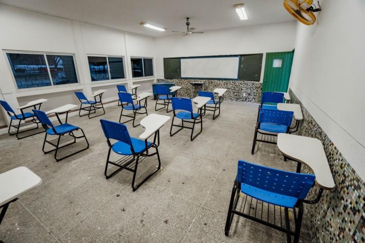 Vacinação de profissionais da educação começou no último sábado, 29  (Foto: JÚLIO CAESAR)
