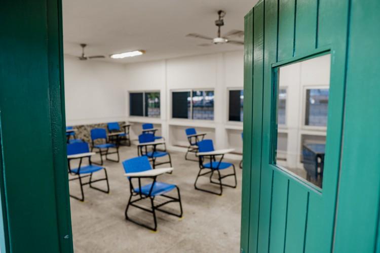 FORTALEZA - CE, BRASIL, 21-09-2020: Colégios Jenny Gomes em Fortaleza, que é exclusivo de ensino médio tempo integral, se prepara para volta híbrida às aulas (Foto: JÚLIO CAESAR)
