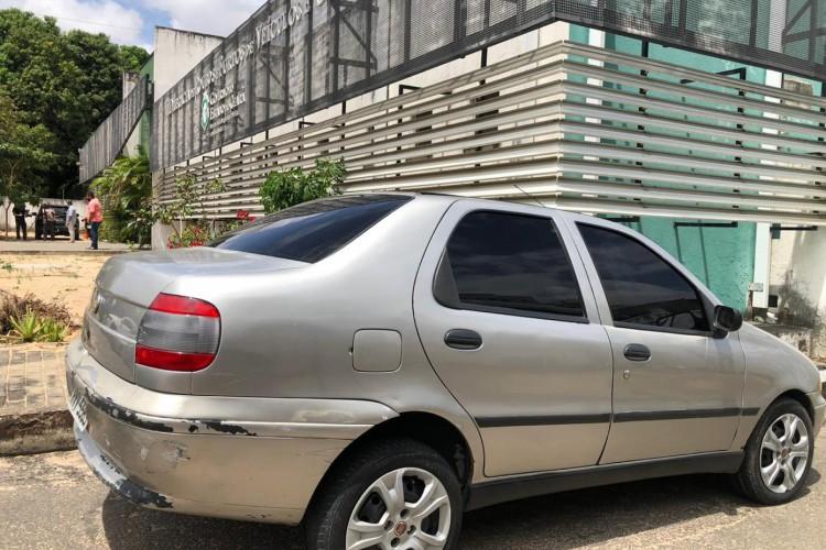 Veículo foi usado em ação de roubo de carga de materiais de cosméticos na quinta, 17. (Foto: Foto: Angélica Feitosa/ ESECIAL O POVO)