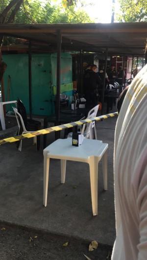 Homem foi morto a tiros no Conjunto Ceará  (Foto: via WhatsApp O POVO )