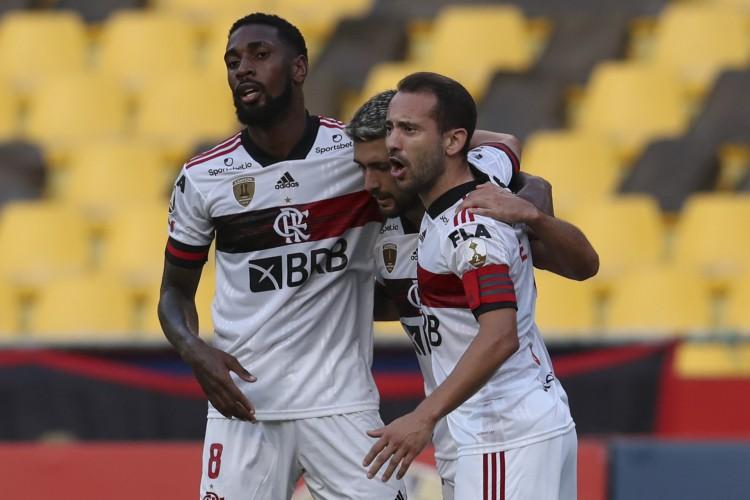 O atual campeão continental venceu com gols de Arrascaeta e Pedro (Foto: Dolores Ochoa/POOL/AFP)