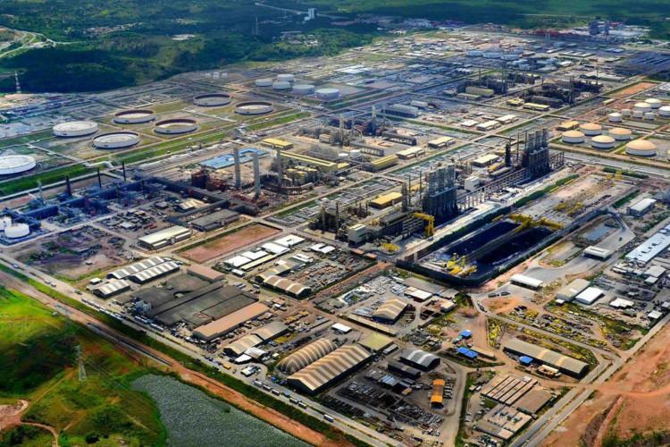 STF suspende julgamento sobre venda de refinarias pela Petrobras (Foto: )