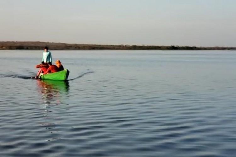 Equipe de mergulhadores do Corpo de Bombeiros encontrou o corpo da menina de 18 anos na manhã desta terça-feira, no açude Araras  (Foto: REPRODUÇÃO VÍDEO CORPO DOS BOMBEIROS)
