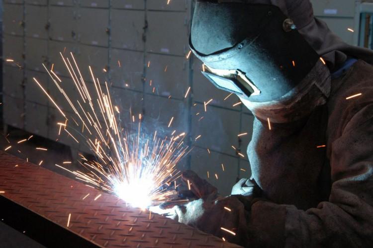 Empresa RANDON. Fabricação de semi-reboque tanque de combustível..Caxias do Sul 24.04.2006 - Foto Miguel Angelo (Foto: )