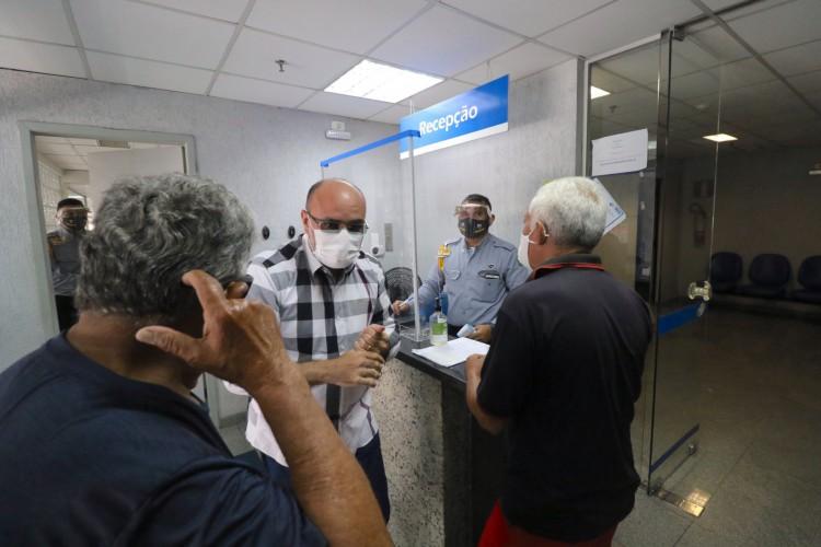 FORTALEZA,CE, BRASIL, 23.09.2020: Atendimento em agência do INSS do Centro de4 Fortaleza. A medida irá colaborar para a reabertura de 1.561 agências do INSS no País (Foto: Fabio Lima)