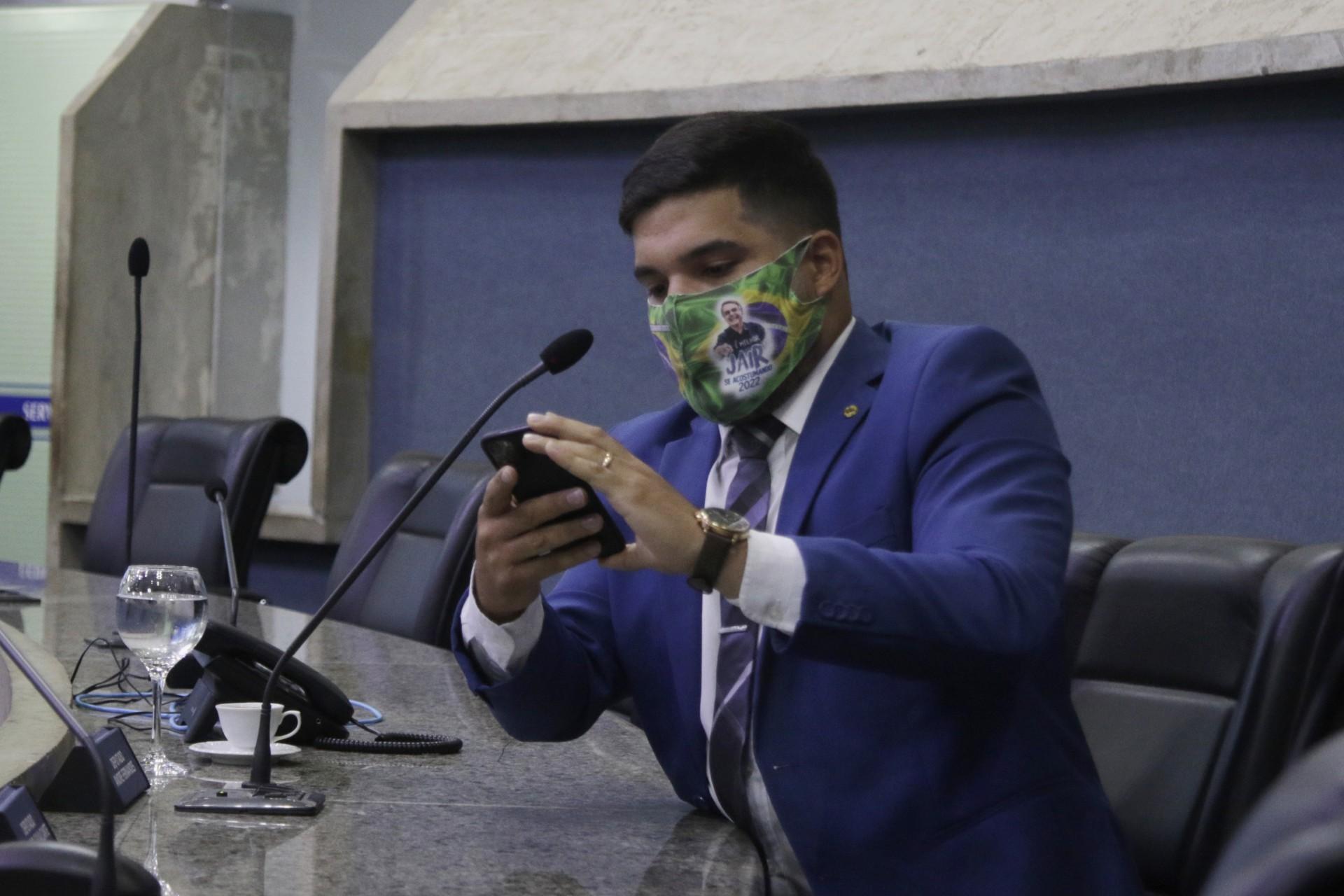 André Fernandes faz defesa técnica em acusação de nepotismo