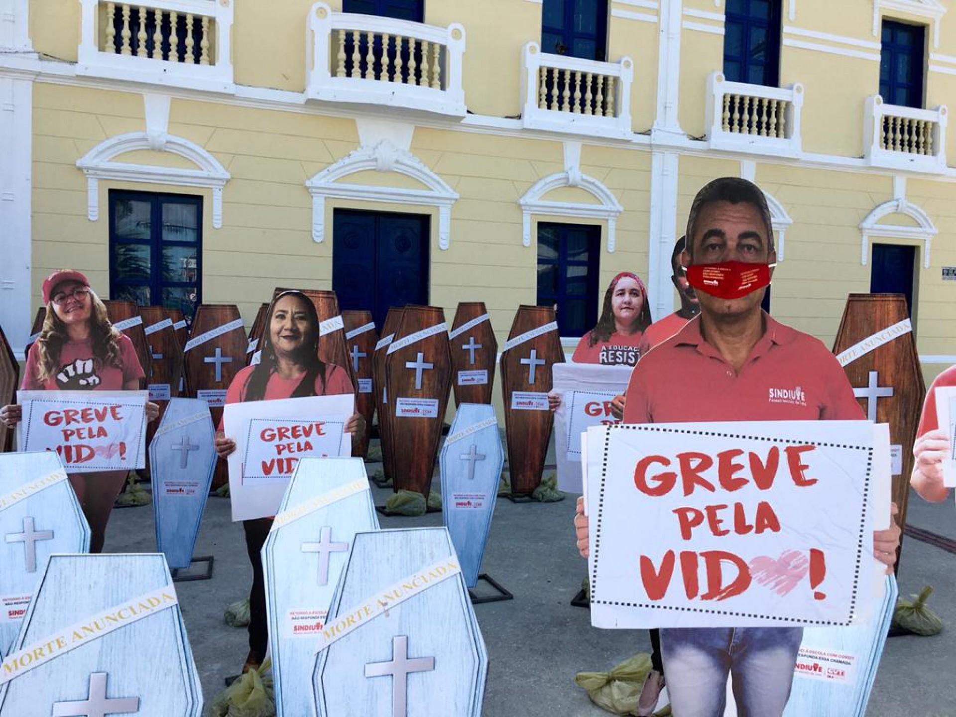 PROTESTO foi realizado com totens para evitar aglomeração durante pandemia (Foto: Fábio Lima)