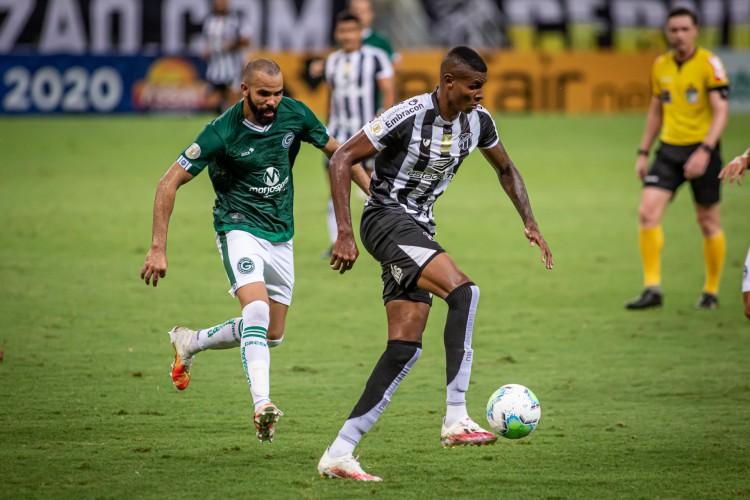Cléber entrou no lugar de Sobis no empate em 2 a 2 do Ceará com o Goiás (Foto: Pedro Chaves / FCF )