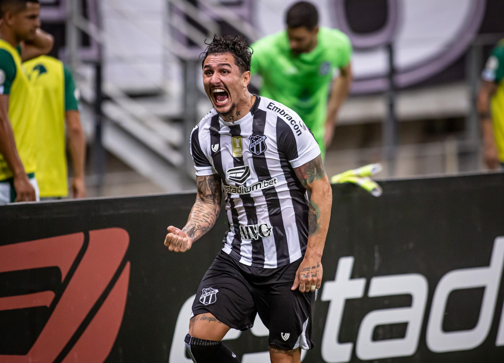 Vina lidera o Ceará em gols e assistências