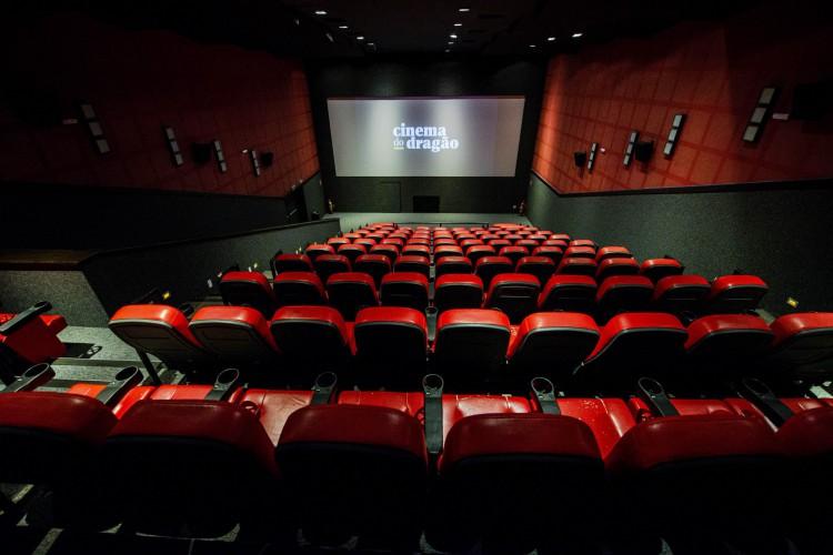 Com as salas de cinema fechadas, produtoras precisaram adiar vários filmes (Foto: Divulgação)