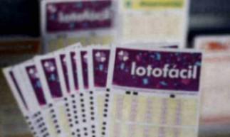 O resultado da Lotofácil Concurso 2044 será divulgado na noite de hoje, terça-feira, 29 de setembro (29/09), por volta de 20 horas. O prêmio está estimado em R$ 1,2 milhão