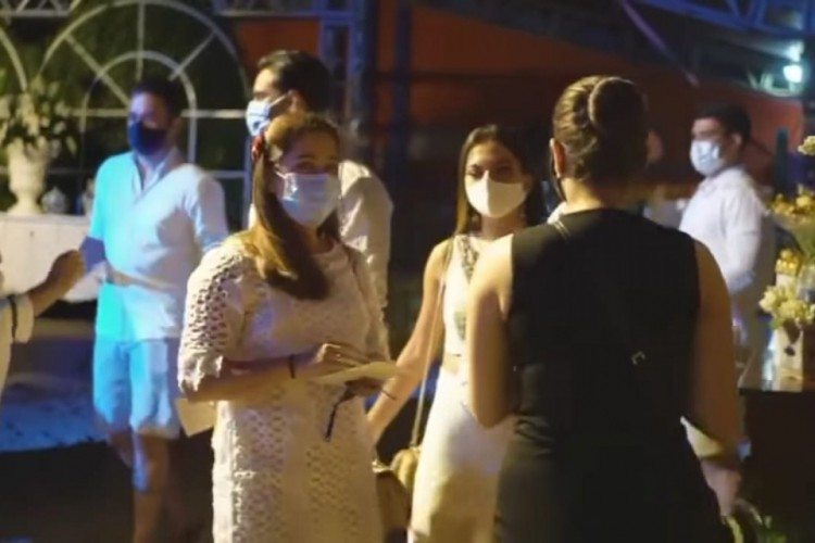 Convidados usaram máscaras e foram orientados a obedecerem protocolos sanitários (Foto: Instagram/ @jessicagambarra)