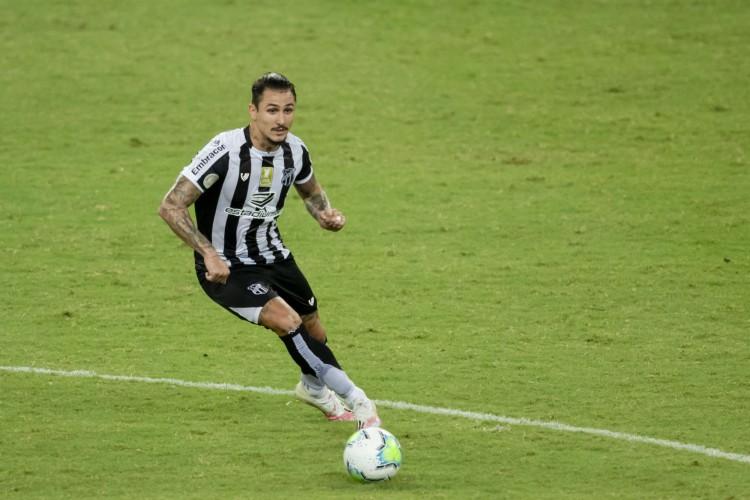Vina tem sido o principal jogador do Ceará na temporada em participações de gols com 25 até o momento  (Foto: Aurelio Alves/ O POVO)
