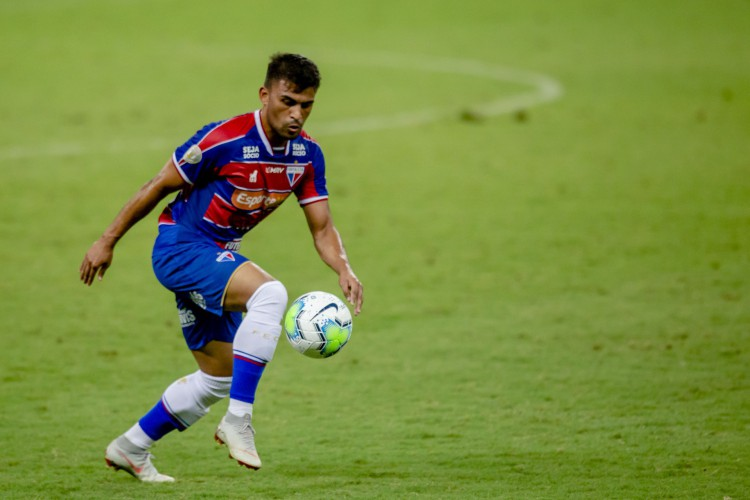 Volante Ronald tem agradado Rogério Ceni durante as partidas do Fortaleza (Foto: Aurelio Alves)