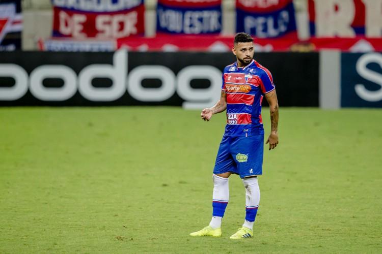 Felipe está suspenso contra o Vasco após tomar terceiro cartão amarelo  (Foto: Aurelio Alves/ O POVO)