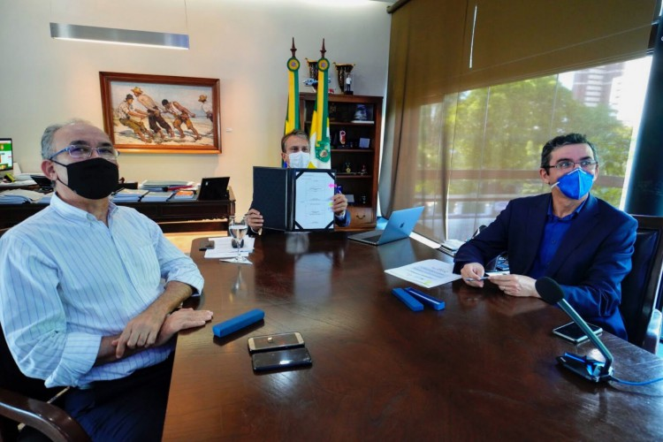 Governo do Ceará assina memorando de entendimento para parceria com a França no setor de economia de baixo carbono (Foto: Carlos Gibaja / Governo do Ceará)