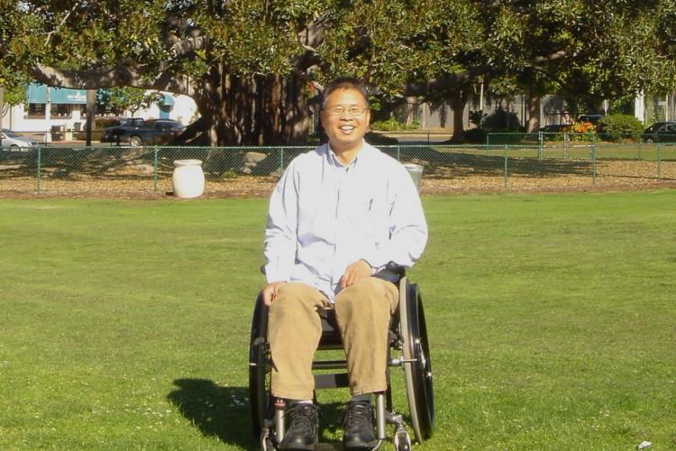 Paul Lu é um dos pesquisadores por trás do estudo com células-tronco. Ele envolveu-se na procura pelo tratamento da para e tetraplegia após sofrer um acidente em 1996 e ficar paraplégico (Foto: Arquivo pessoal)