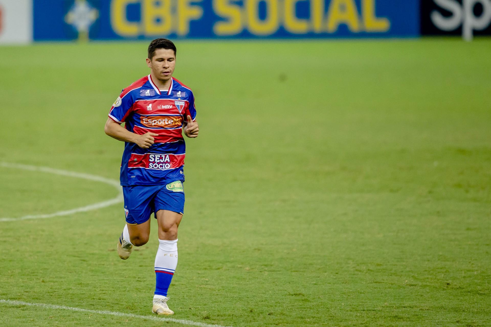 Remanescente do elenco de 2020, Osvaldo disputa vaga no ataque do Fortaleza