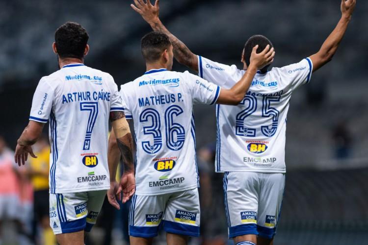 Cruzeiro vence e sai do Z-4 da Série B (Foto: )