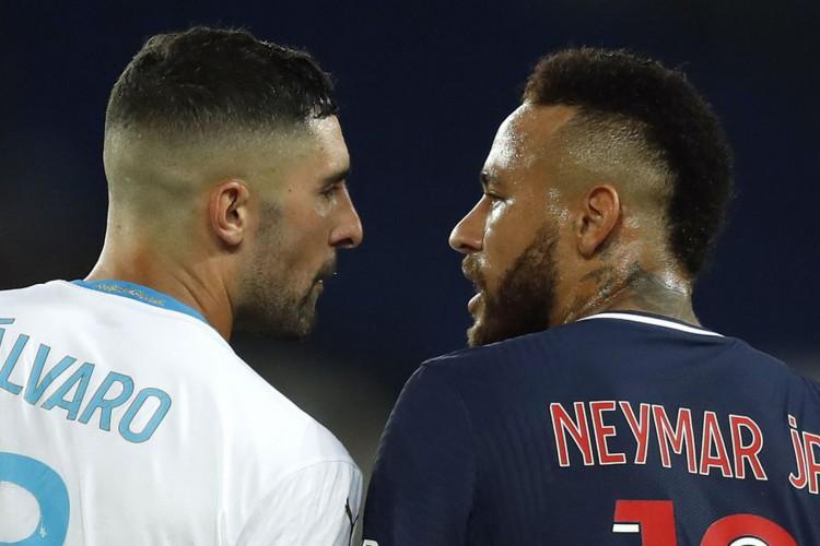 Zagueiro espanhol não é punido após Neymar o acusar de racismo (Foto: )