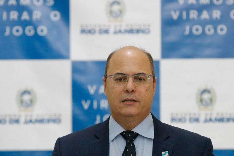 O governador Wilson Witzel, assina licença de instalação da usina termelétrica GNA II, no Porto do Açu, durante reunião no Palácio Guanabara (Foto: Fernando Frazão/Agência Brasil)