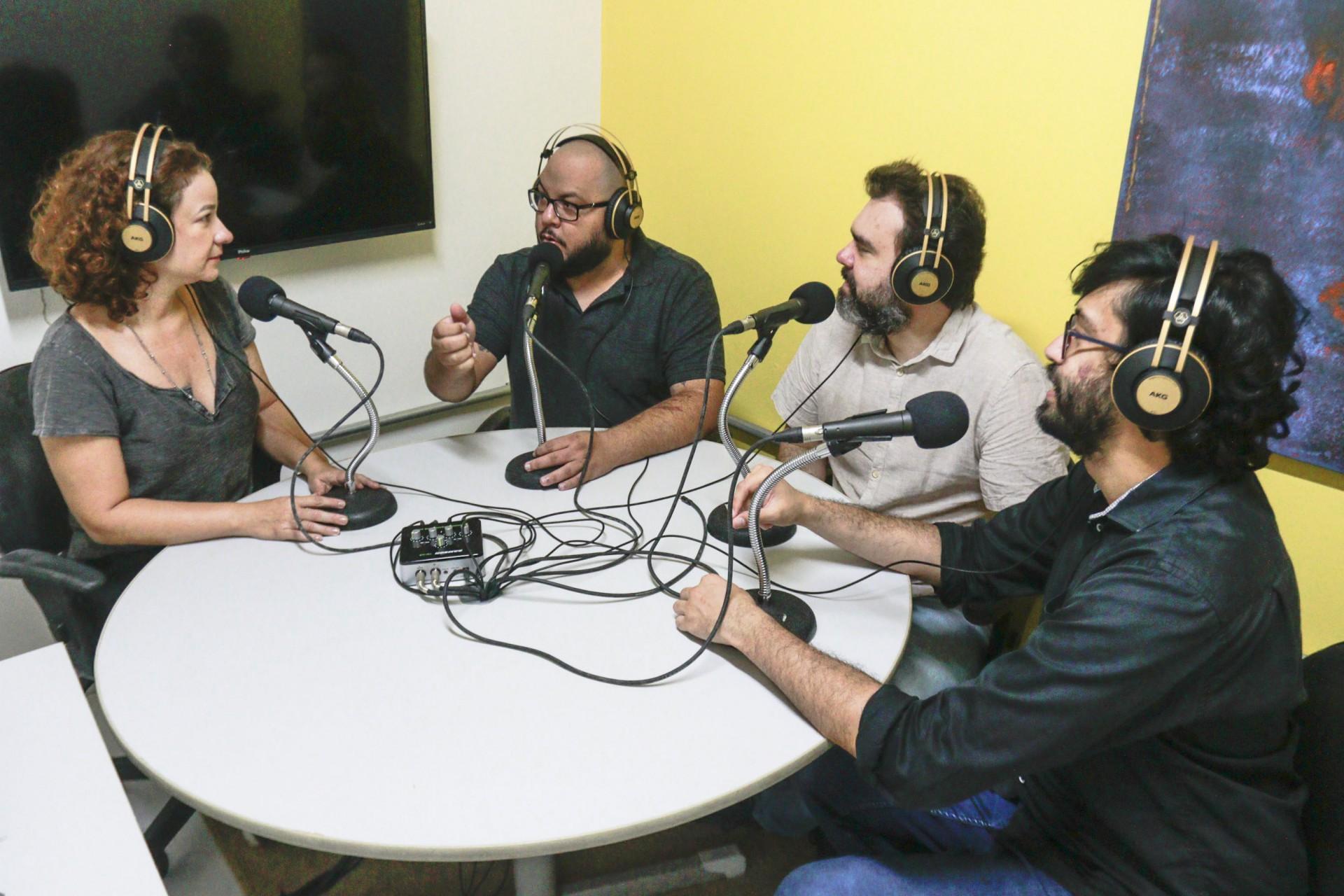 Podcasts: Política, arte, cultura, futebol, educação… O OP+ com certeza tem um podcast para você ouvir.