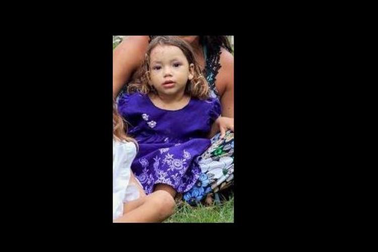 Rhadassa tinha apenas quatro anos de idade e foi morta a tiros na comunidade do Caroço, Praia do Futuro  (Foto: Arquivo Pessoal)