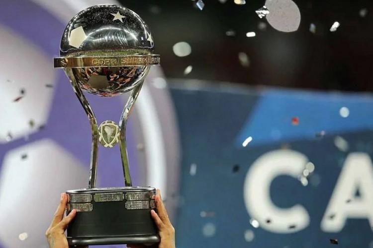 Taça da Copa  Sul-Americana (Foto: AFP)