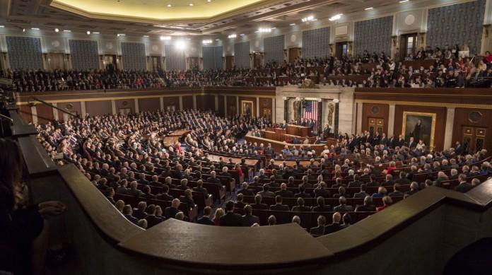 As duas casas do Congresso reunidas para o discurso presidencial Estado da União