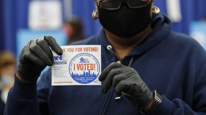 Nos EUA, o voto não é obrigatório. Portanto, um dos maiores desafios dos candidatos é tirar o eleitor de casa para ir votar
