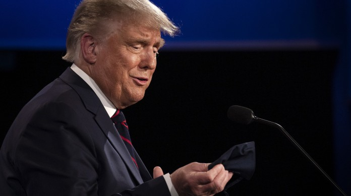 """Por meses, Trump minimizou a pandemia do novo coronavírus. Recentemente, ele admiti que mentiu ao dizer que o vírus era como uma """"gripe"""""""
