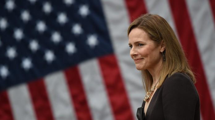 A juíza ultraconservadora Amy Coney Barrett foi nomeada para suceder a progressista Ruth Bader Ginsburg na Suprema Corte