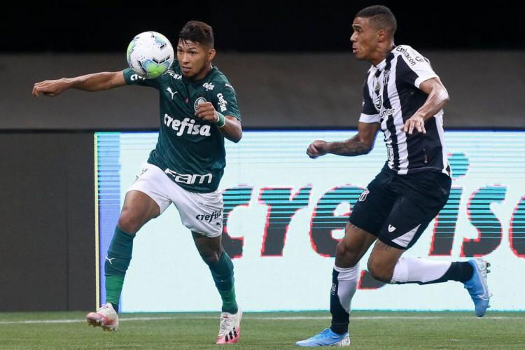 Alyson em ação pelo Ceará contra o Palmeiras (Foto: Cesar Greco)