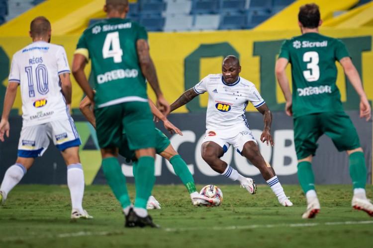 Série B: Cruzeiro é derrotado por Cuiabá com gol no último lance (Foto: )