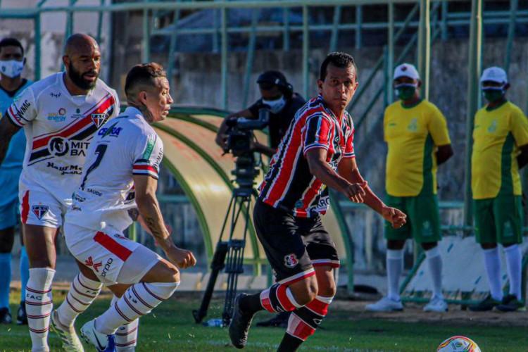 Série C: Santa Cruz bate Ferroviário por 3 a 1 (Foto: )