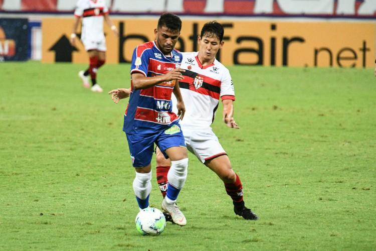 Ronald tem sido destaque do Fortaleza na temporada (Foto: KELY PEREIRA/AE)