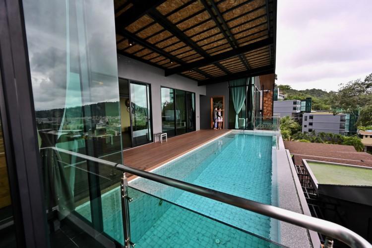 Uma villa que foi convertida para uso como quarto alternativo de quarentena estatal (ASQ) para turistas estrangeiros no The Senses Resort na praia de Patong em Phuket (Foto: AFP)