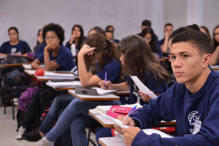 São Paulo - Alunos do curso profissionalizante de capacitação de jovens, que tem como objetivo desenvolver as competências que formam os perfis mais buscados no mercado de trabalho, oferecido pelo Instituto PROA, em parceria com o Senac. (Foto: Rovena Rosa/Agência Brasil)