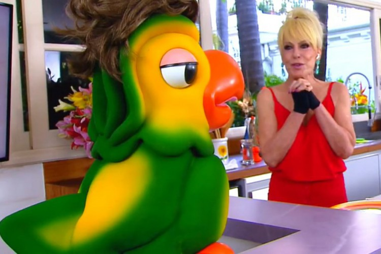 Ana Maria Braga voltou ao programa nesta segunda-feira com visual retrô (Foto: REPRODUÇÃO TV GLOBO)
