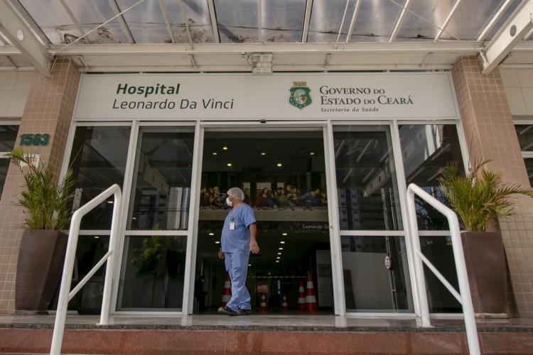 Apesar da inclusão de cirurgias, o HLV continua com o atendimento a pacientes com Covid-19 aberto, conforme o titular da Sesa, Dr. Cabeto (Foto: Aurelio Alves/ O POVO)