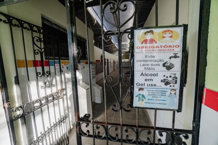 A Escola Estadual de Ensino Médio Santa Luzia é uma das unidades do Estado que já passa por adaptações contra a Covid-19 (Foto: JÚLIO CAESAR)