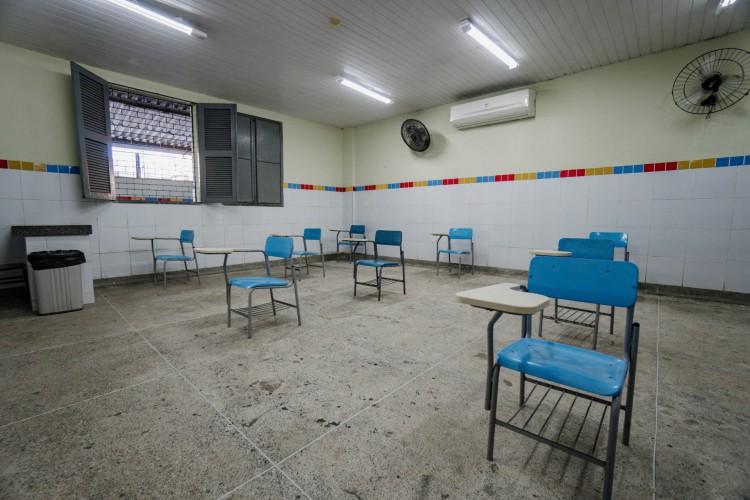 Escolas funcionam seguindo protocolos sanitários nas esferas pública e privada. (Foto: Júlio Caesar/ O POVO)