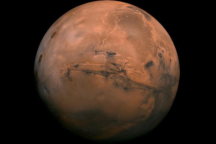 Marte tem cerca de metade do tamanho da Terra, com um raio de 3.390km (Foto: Reprodução/NASA)