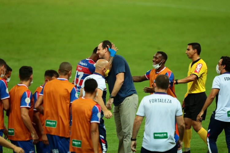 Rogério Ceni trabalha com as mesmas peças no Fortaleza há duas ou três temporadas e jogadores compram a ideia do treinador  (Foto: Julio Caesar/ O POVO)