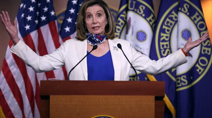 A congressista democrata Nancy Pelosi, a speaker da Câmara dos Representantes (o equivalente, no Brasil, a presidente da Câmara)