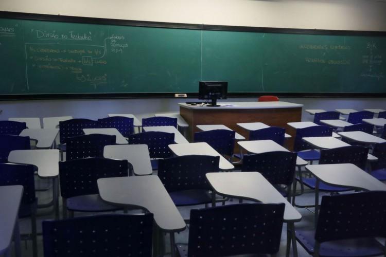 Apesar de não acharem totalmente adequada a adaptação das aulas presenciais ao modelo virtual, estudantes temem infecção por coronavírus em espaços acadêmicos (Foto: reprodução)